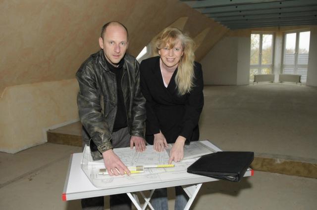 Ester Peter und Andreas Laudenbach bei den Planungen des Umbaus.