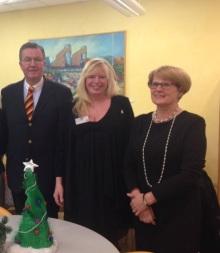 KinderLeben Vorstand Ester Peter (mittig) mit Staatsrätin Cornelia Rogall-Grothe und Sascha Monath.